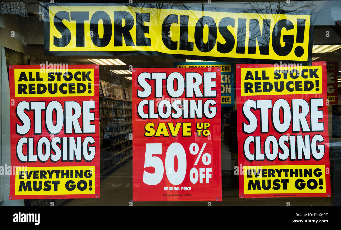 Store closing signs on a shop window. Oxfordshire, England - Stock Image
