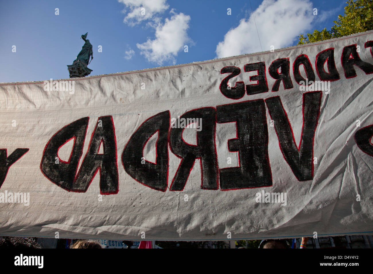 Banner demanding truth. Demonstration by families of people who disappeared during military rule 1973-1984, Montevideo, - Stock Image