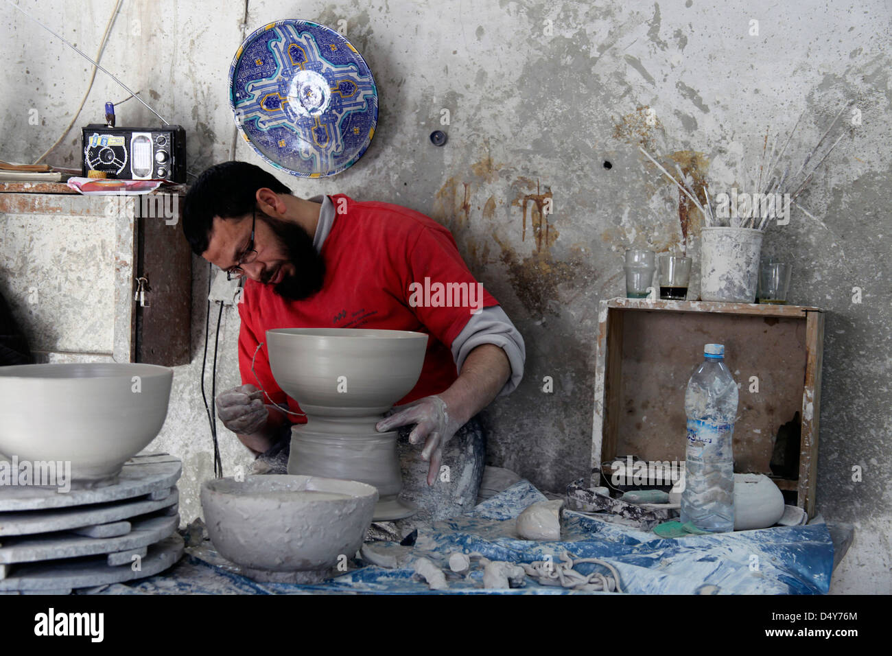 Morocco, Fes. Moroccan artisan spinning clay bowl. - Stock Image