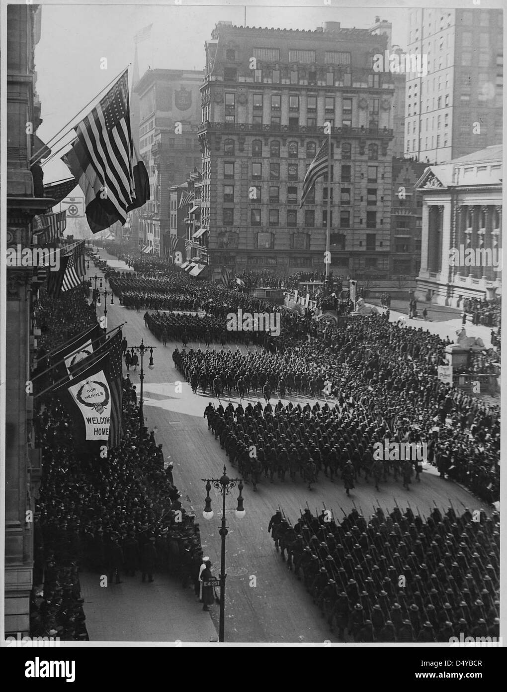 Overseas men welcomed home. Parade in honor of returned fighters passing the Public Library, New York City. - Stock Image