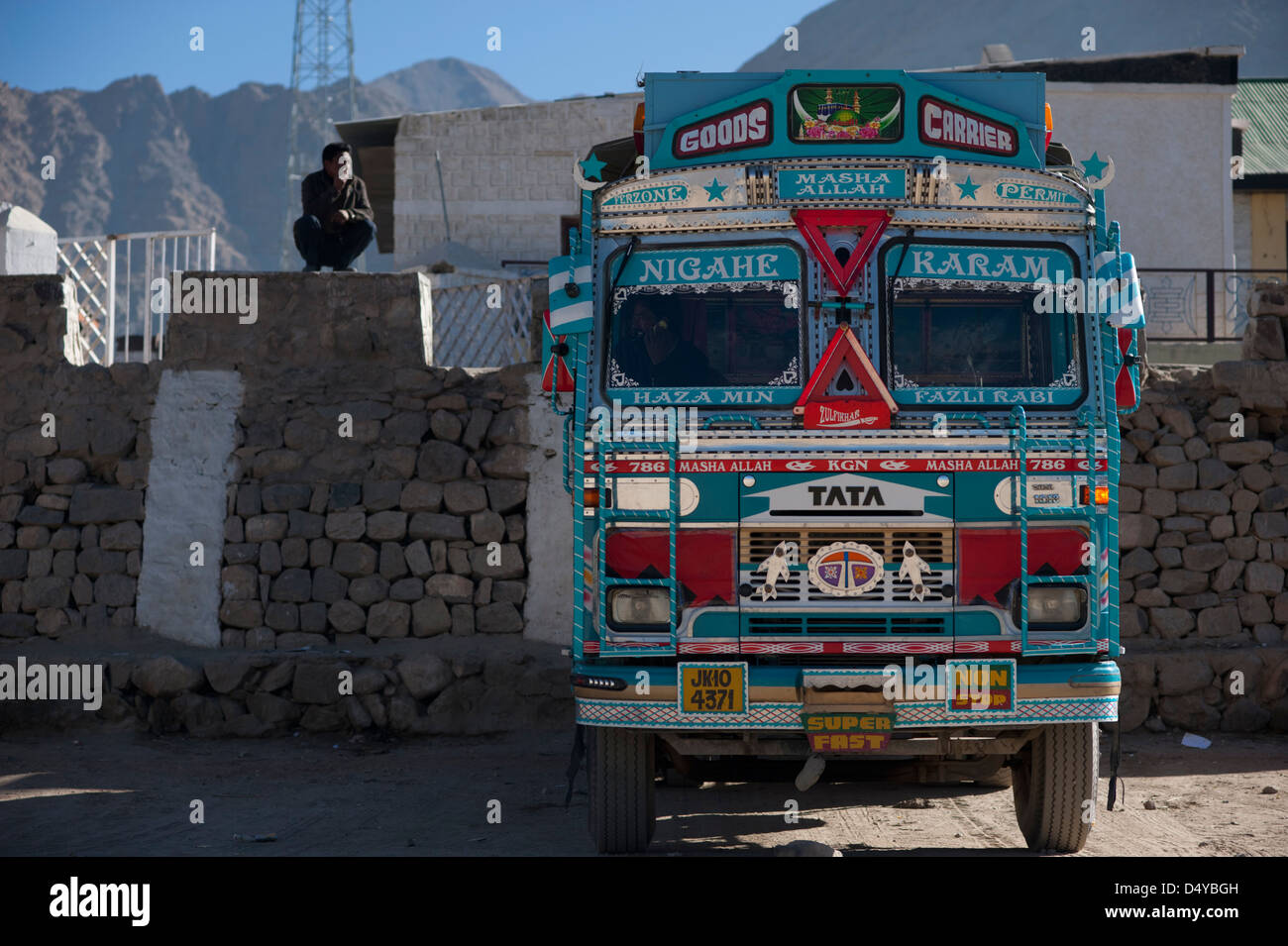 513ad45030 truck lorry HGV and driver in Leh Ladakh Jammu and Kashmir Northern India -  Stock Image