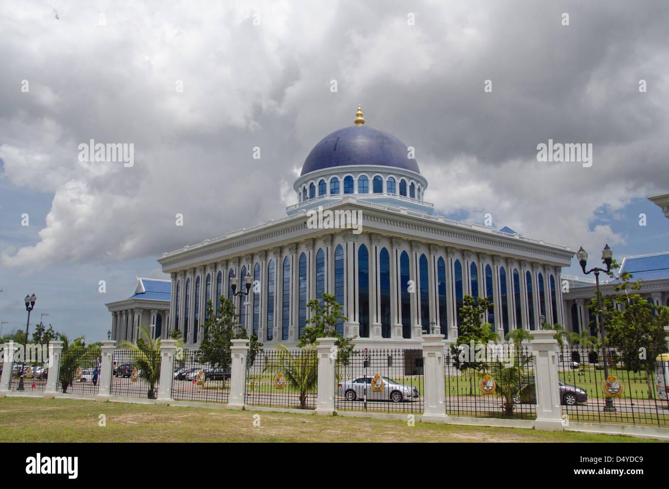 Borneo, Brunei. Capital city of Bandar Seri Begawan, legislative assembly building where parliament meets. - Stock Image
