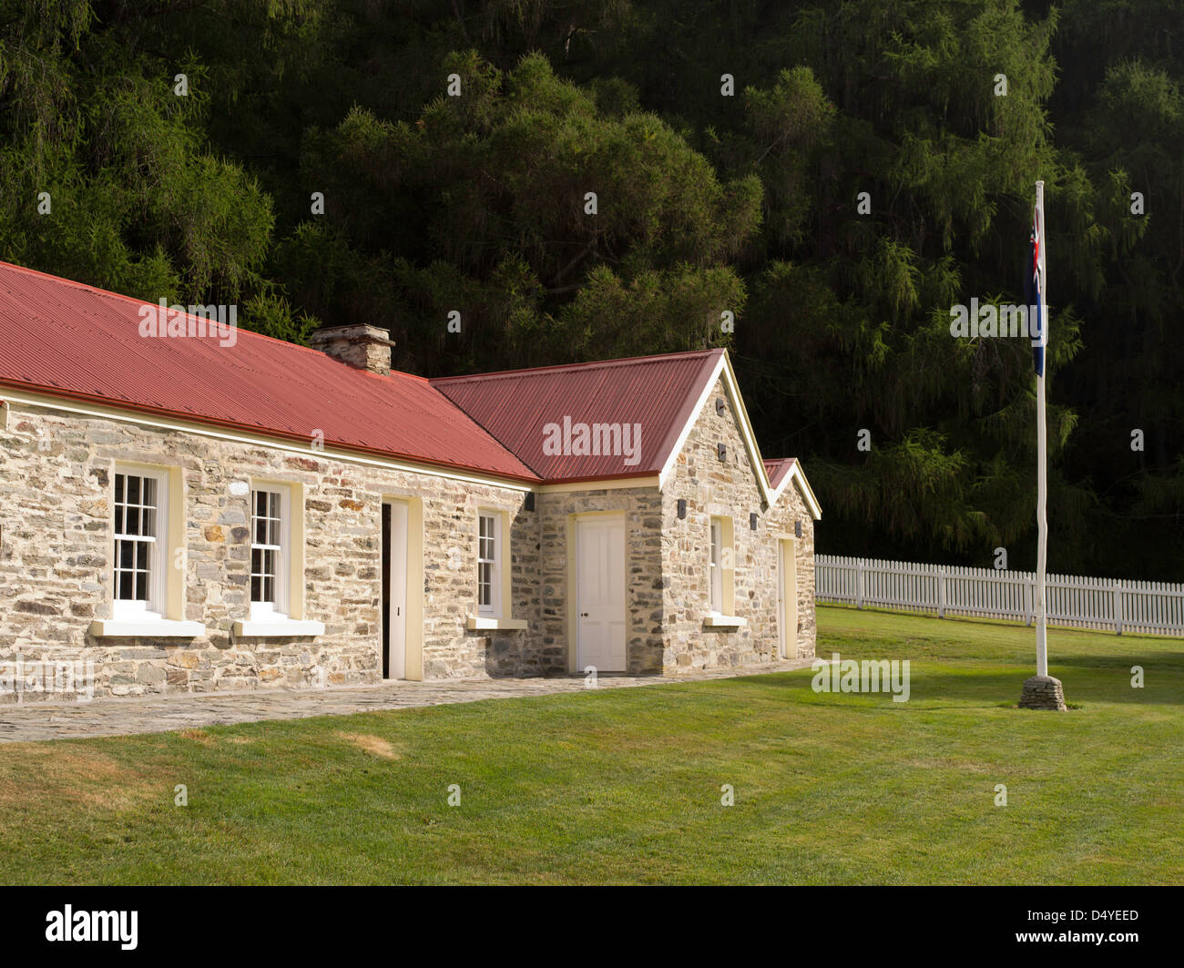 The historic Skipper's Point School and flagpole, near Queenstown, Otago, New Zealand. - Stock Image