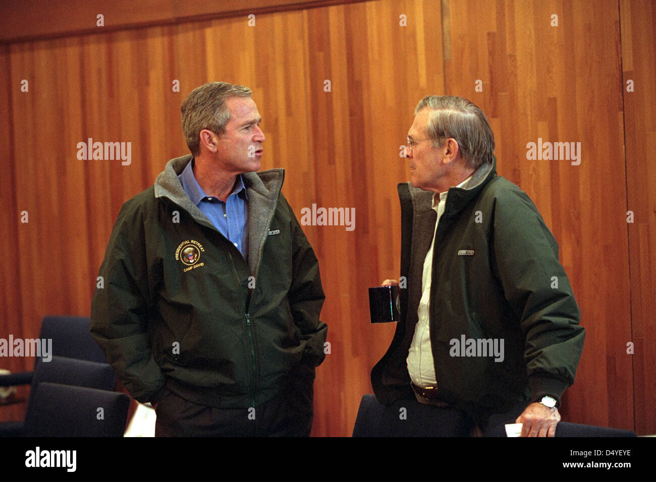President George W. Bush talks with Secretary of Defense Donald Rumsfeld Saturday, Sept. 15, 2001, during a break - Stock Image