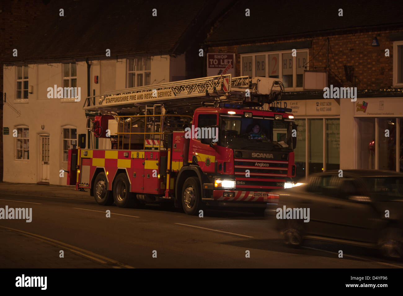 Tamworth, Staffordshire, UK. 20th March 2013. Fire rips through nightclub. Heavy duty ladder tender on standby at - Stock Image