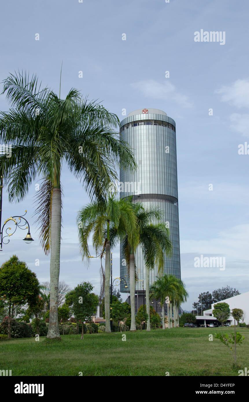 Malaysia, Borneo, Sabah, Kota Kinabalu. 30-story high Tun Mustapha Building (aka Yayasan Sabah). City symbol. - Stock Image