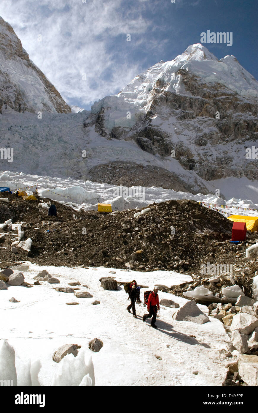 Nepal, Mount Everest. Climbers return to base camp after a day navigating the Khumbu Icefall at the base of Mount - Stock Image