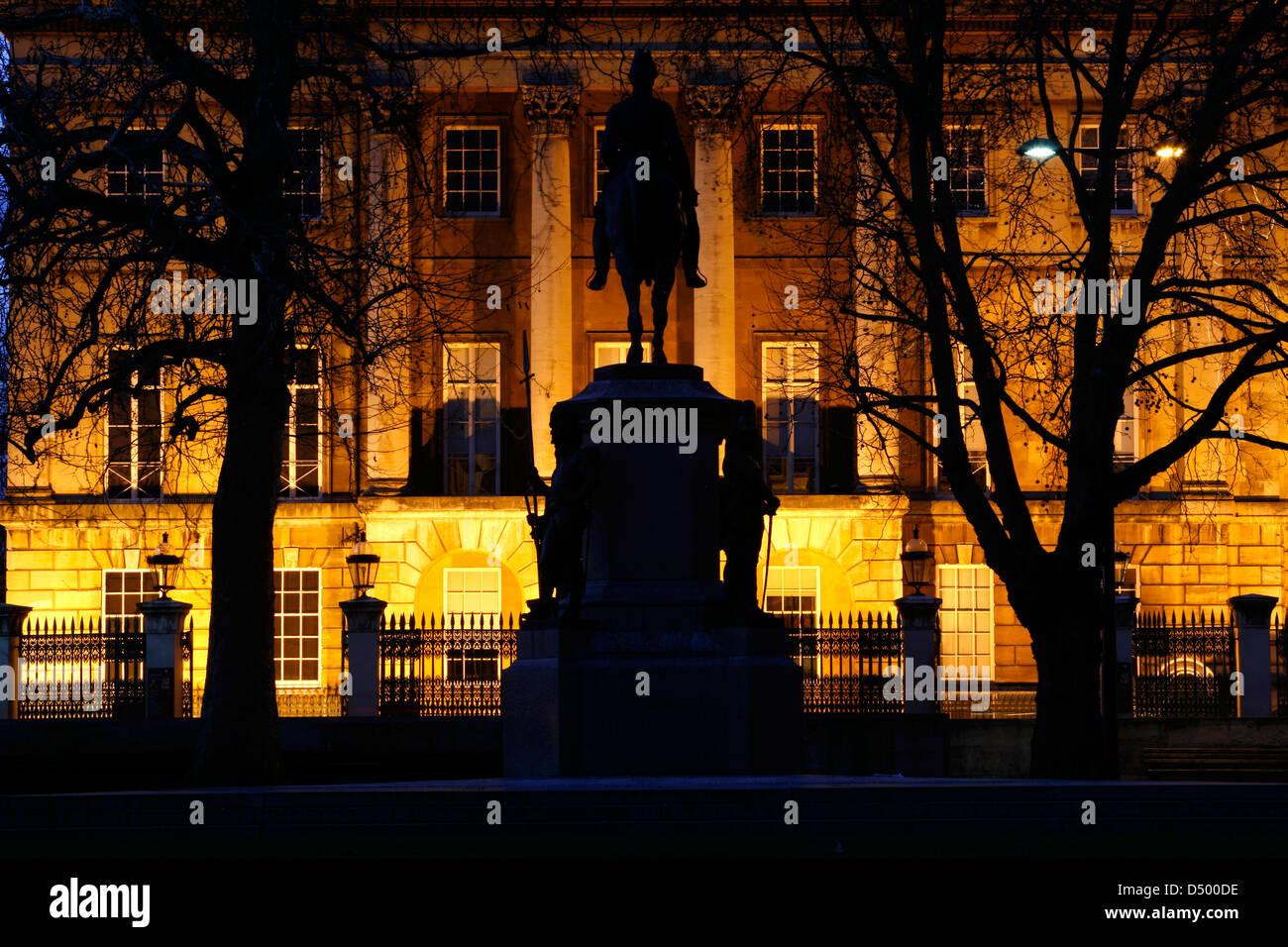 Statue of Duke of Wellington framed by a floodlit Apsley House, Hyde Park Corner, London, UK - Stock Image