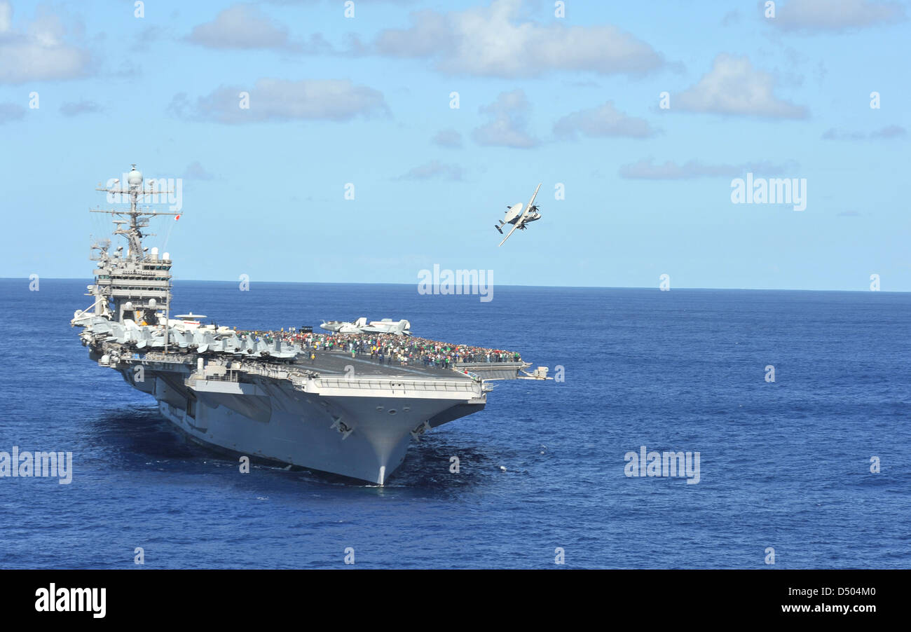 US Navy Nimitz-class aircraft carrier USS Abraham Lincoln transits the Pacific Ocean March 15, 2011. - Stock Image