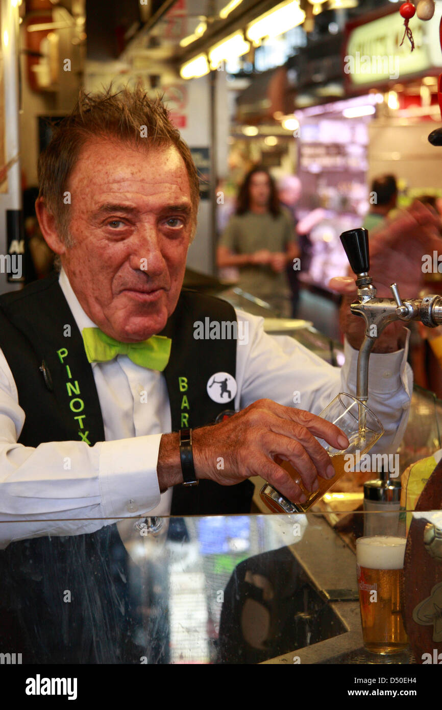 Restaurant/Bar Pinotxo,  Juan Pinotxo, owner of the bar in the market hall Mercat de La Boqueria, Barcelona, Spain - Stock Image