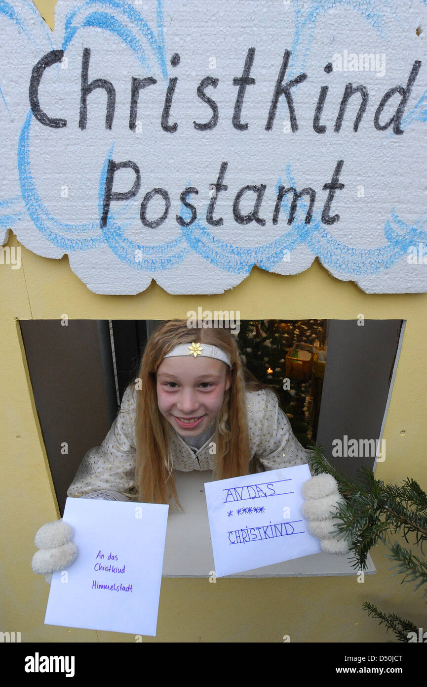 Christmas angel Annabelle (11) holds children's letters during the opening of this year's christmas post - Stock Image