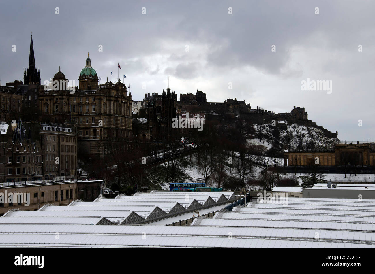 Edinburgh in the snow: looking over the roof of the snow-covered Waverley Station towards the Castle. - Stock Image