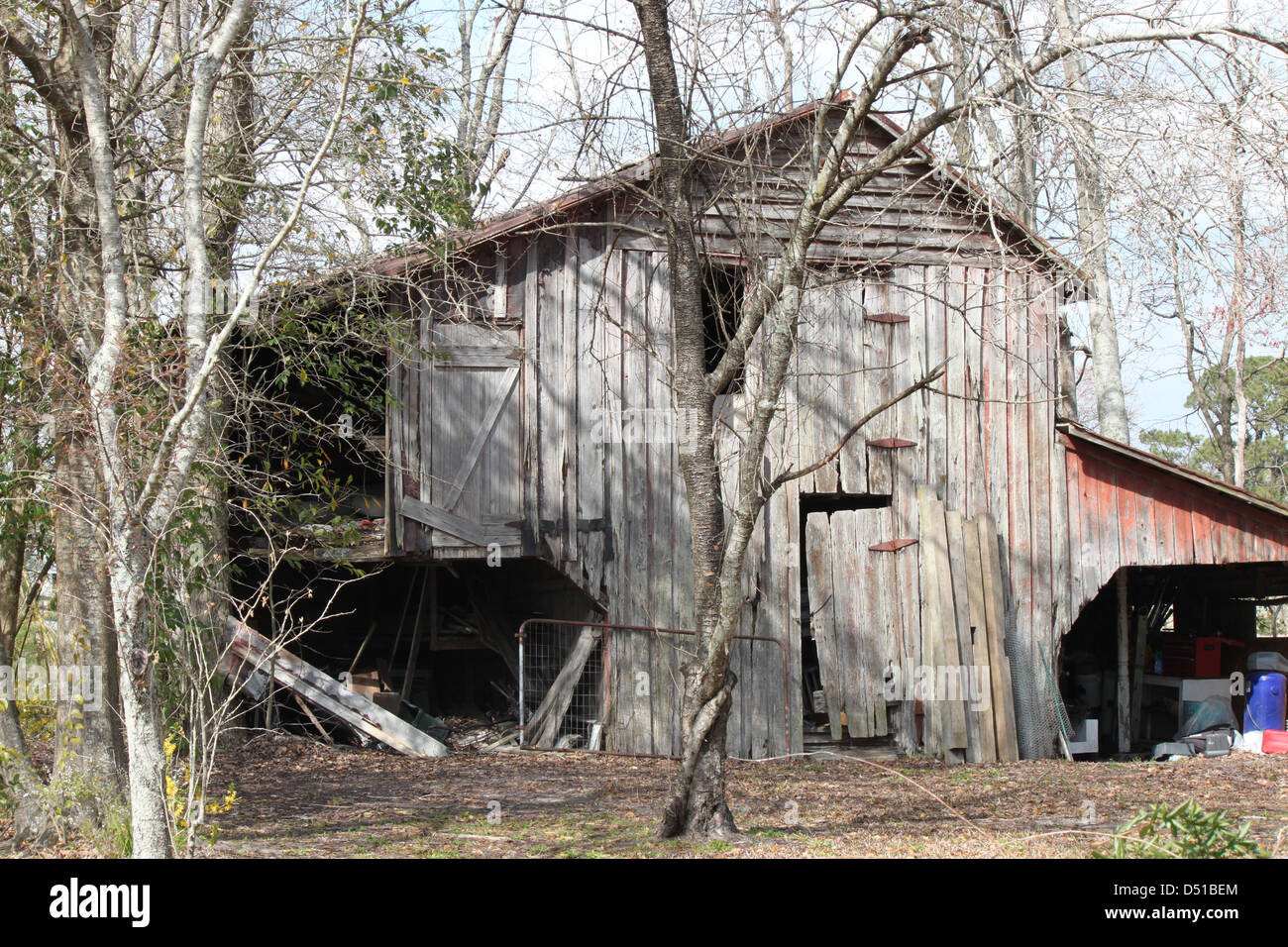 An old barn has seen better days. - Stock Image