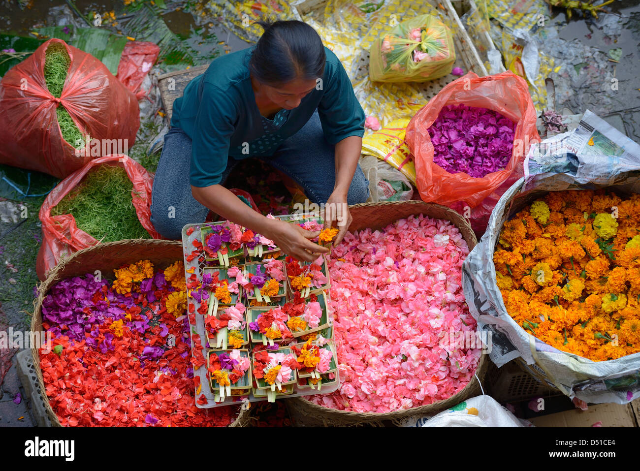 Indonesia, Bali, Ubud, selling flowers at the market - Stock Image
