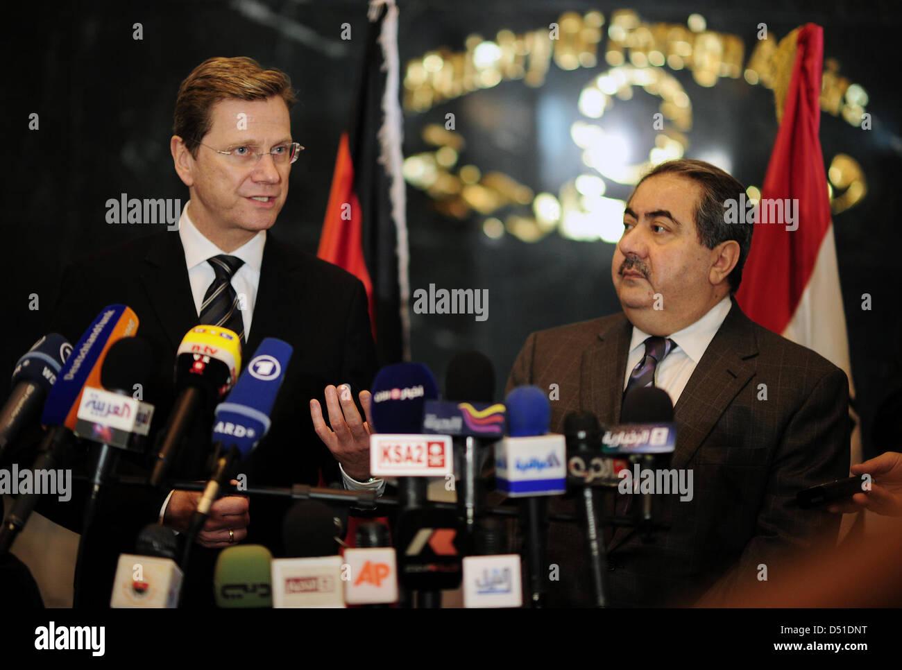 Außenminister Guido Westerwelle (l, FDP) und der irakische Außenminister Hoschiar Sebari geben am Samstag - Stock Image