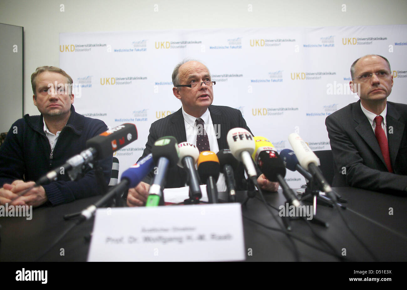 The medical director of the University Hospital, Wolfgang Raab (m) and the responsible doctors Richard Bostelmann - Stock Image
