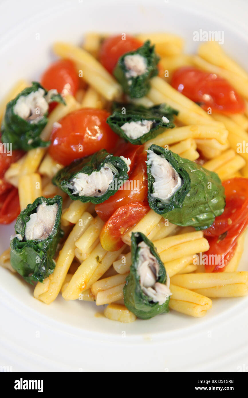 Tomato and pasta salad with fish - Stock Image