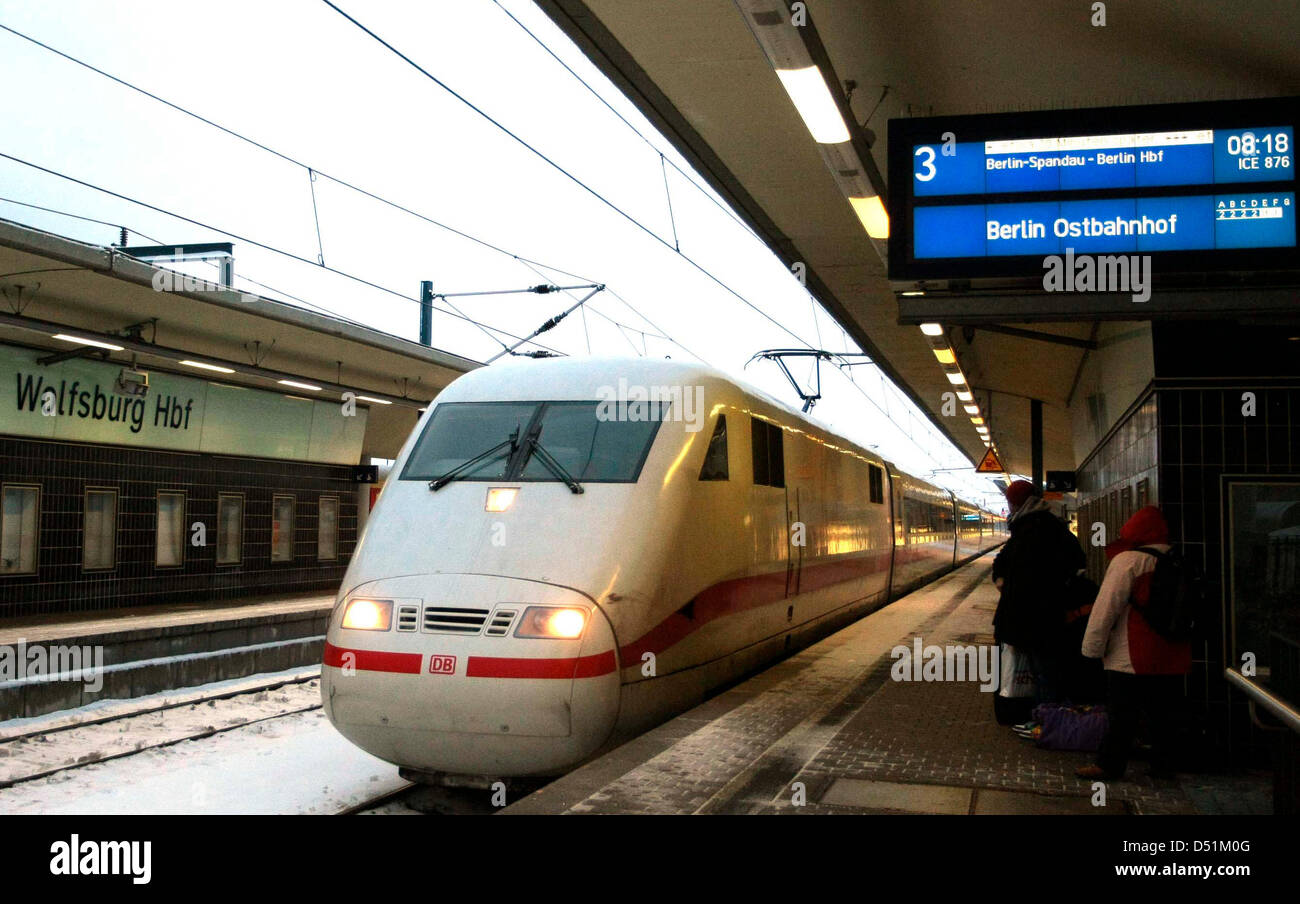 The ICE (InterCityExpres) 876 to Berlin is ready to depart at central station in Wolfsburg, Germany, 24 December - Stock Image