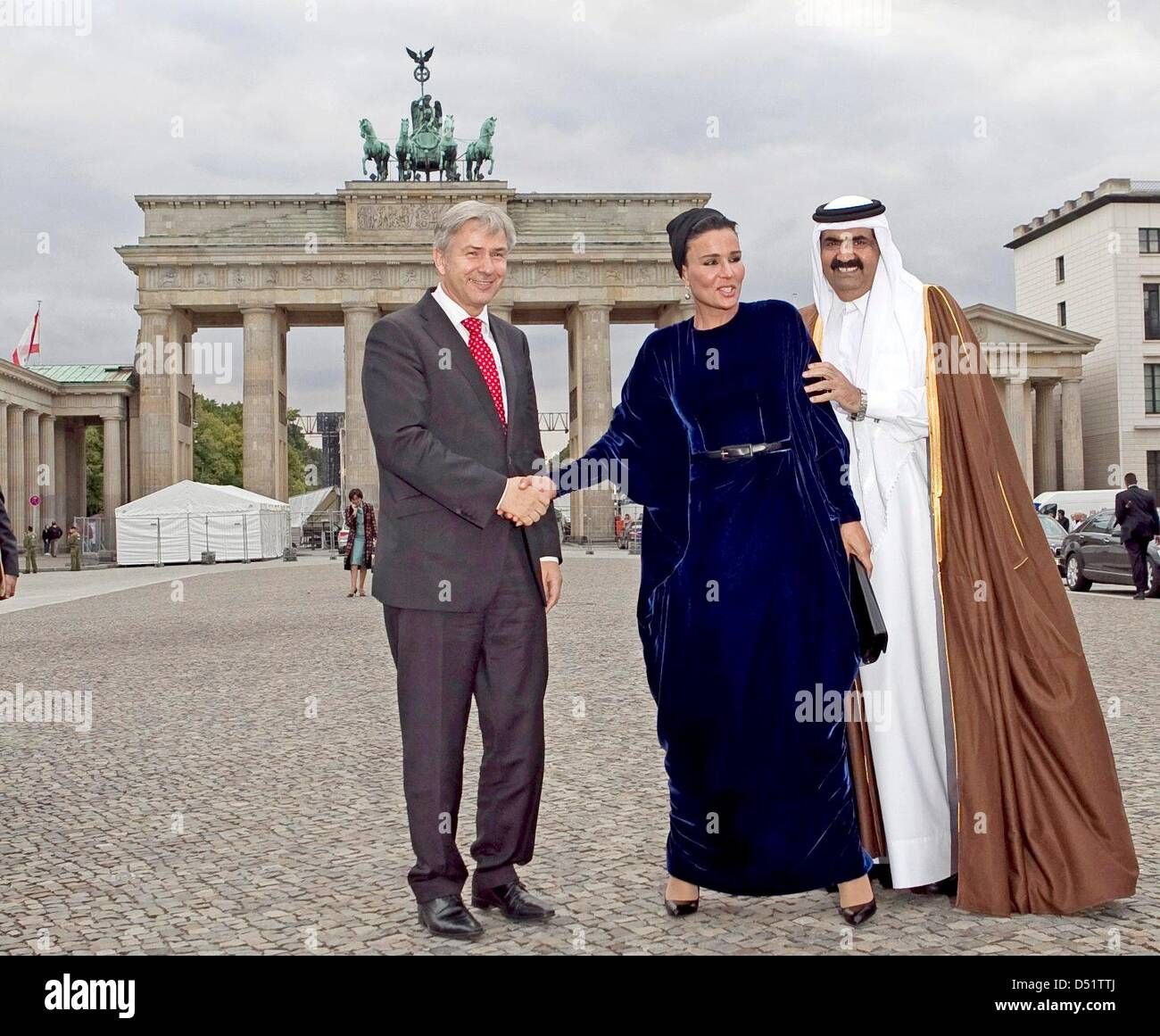 Major of Berlin, Klaus Wowereit (L), accompanies the Emir of the state of Qatar, Hamad bin Khalifa Al Thani, and Stock Photo