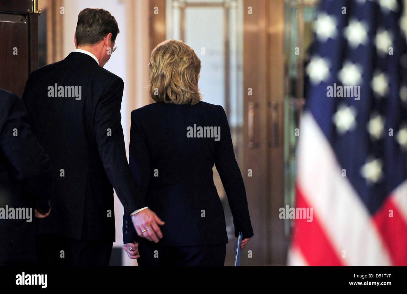 Außenminister Guido Westerwelle (FDP) und seine US-amerikanische Amtskollegin Hillary Clinton verlassen am - Stock Image