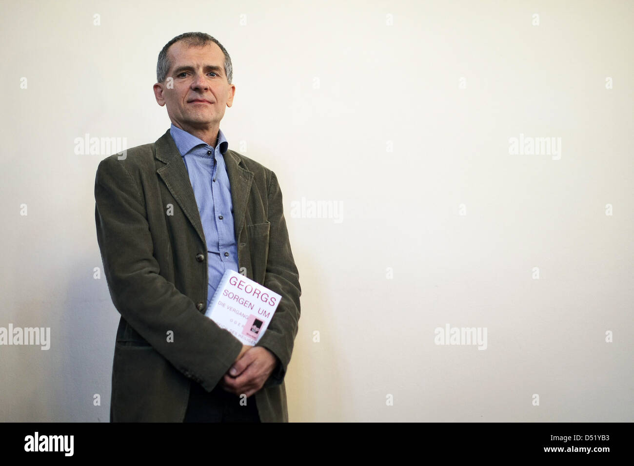 The nominated author Jan Faktor poses with his novel 'Georg's worries about the past or in the kingdom of - Stock Image
