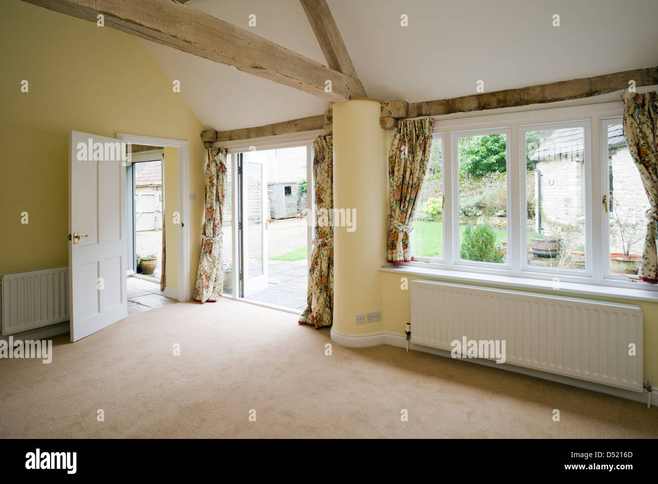 An empty living room in a vacant unoccupied house. - Stock Image