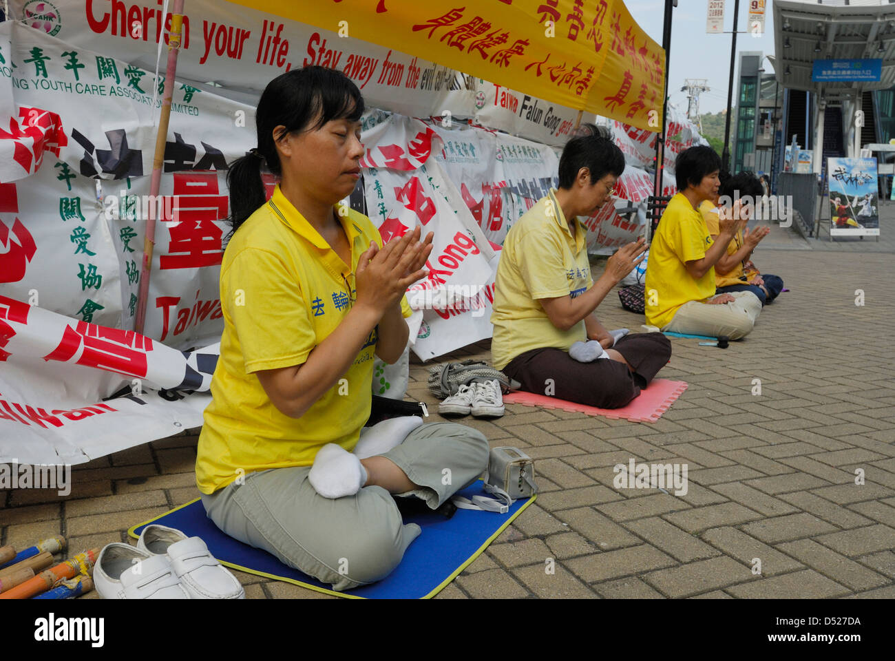 Falun Gong worshipers meditating. - Stock Image