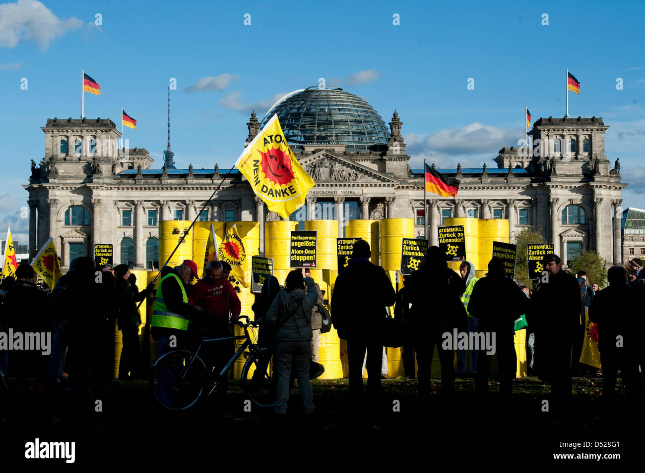Anti-nuclear activists protest against a CASTORtransport in Berlin, Germany, 25 October 2010. Campaign network Stock Photo
