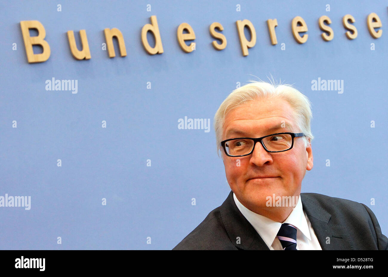Chairman of Social Democrats (SPD)Bundestag faction Frank-Walter Steinmeier delivers a press conference on the opposition's impression of one year of Germany's ruling coalition in Berlin, Germany, 26 October 2010. Photo:WOLFGANGKUMM Stock Photo