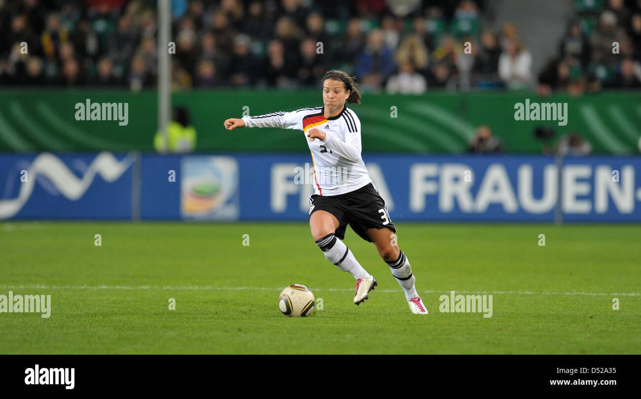 Fu§ball Frauen LŠnderspiel: Deutschland - Australien am Donnerstag (28.10.2010) in der Volkswagen Arena in - Stock Image
