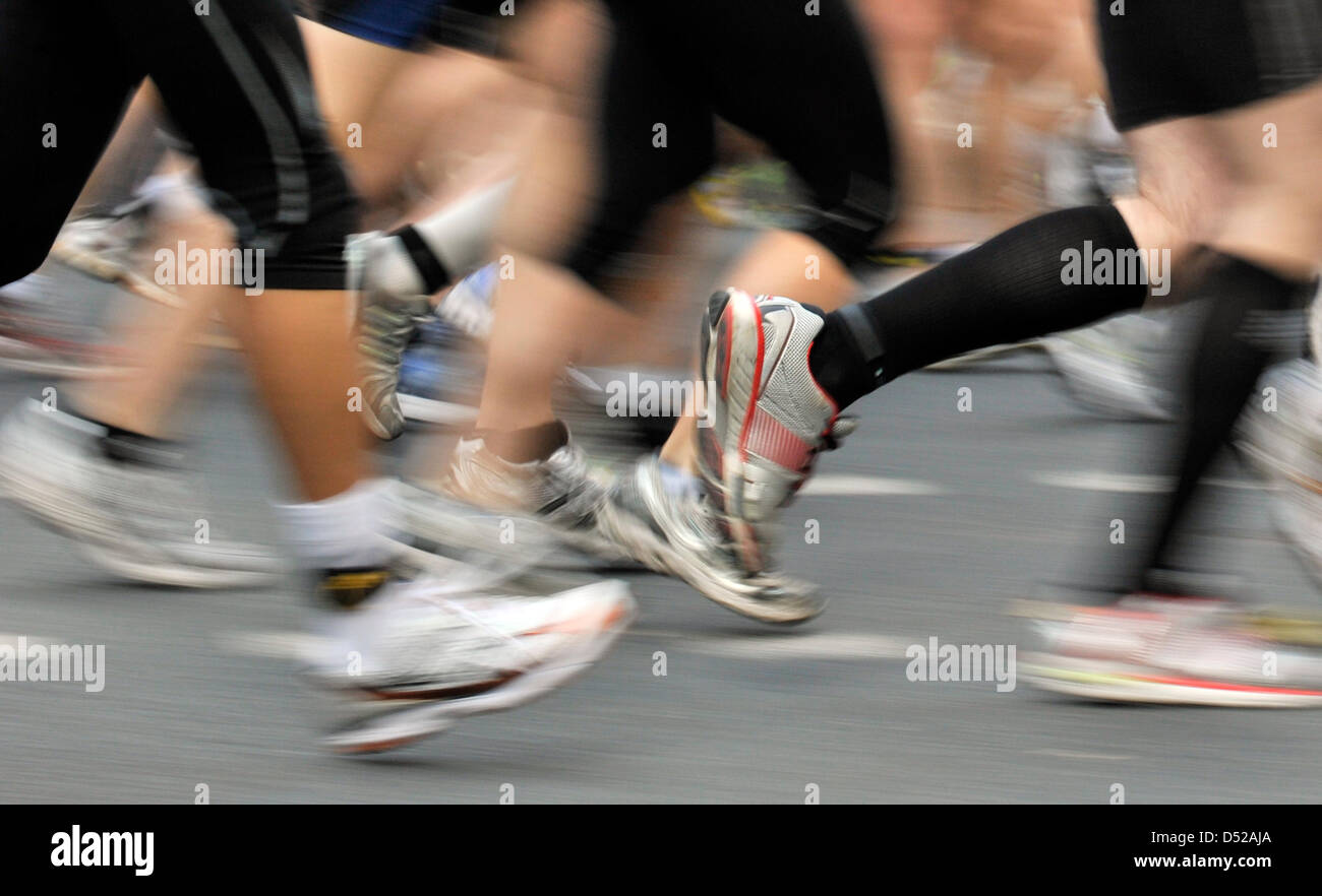 Participants of the 29th Frankfurt Marathon run through the city centre of Frankfurt Main, Germany, 31 October 2010. - Stock Image