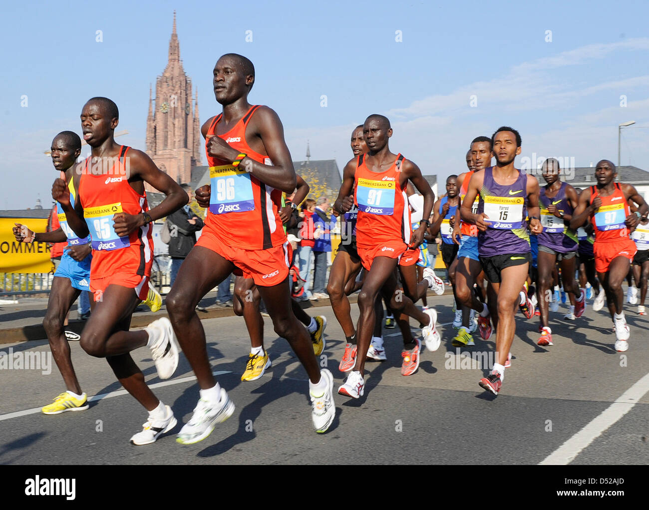 Participants of the 29th Frankfurt Marathon run past the dome in Frankfurt Main, Germany, 31 October 2010. According - Stock Image