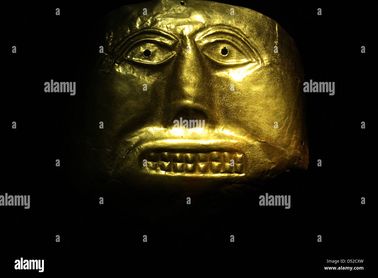 Golden mask in the Gold Museum, Bogota, Colombia. Tolima culture, Pre-Columbian America - Stock Image