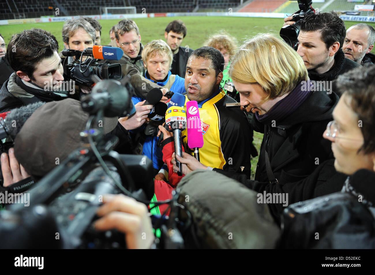 Uerdingen's former Bundesliga topscorer Ailton (C) is interviewed by journalists after his debut match KFC Uerdingen - Stock Image