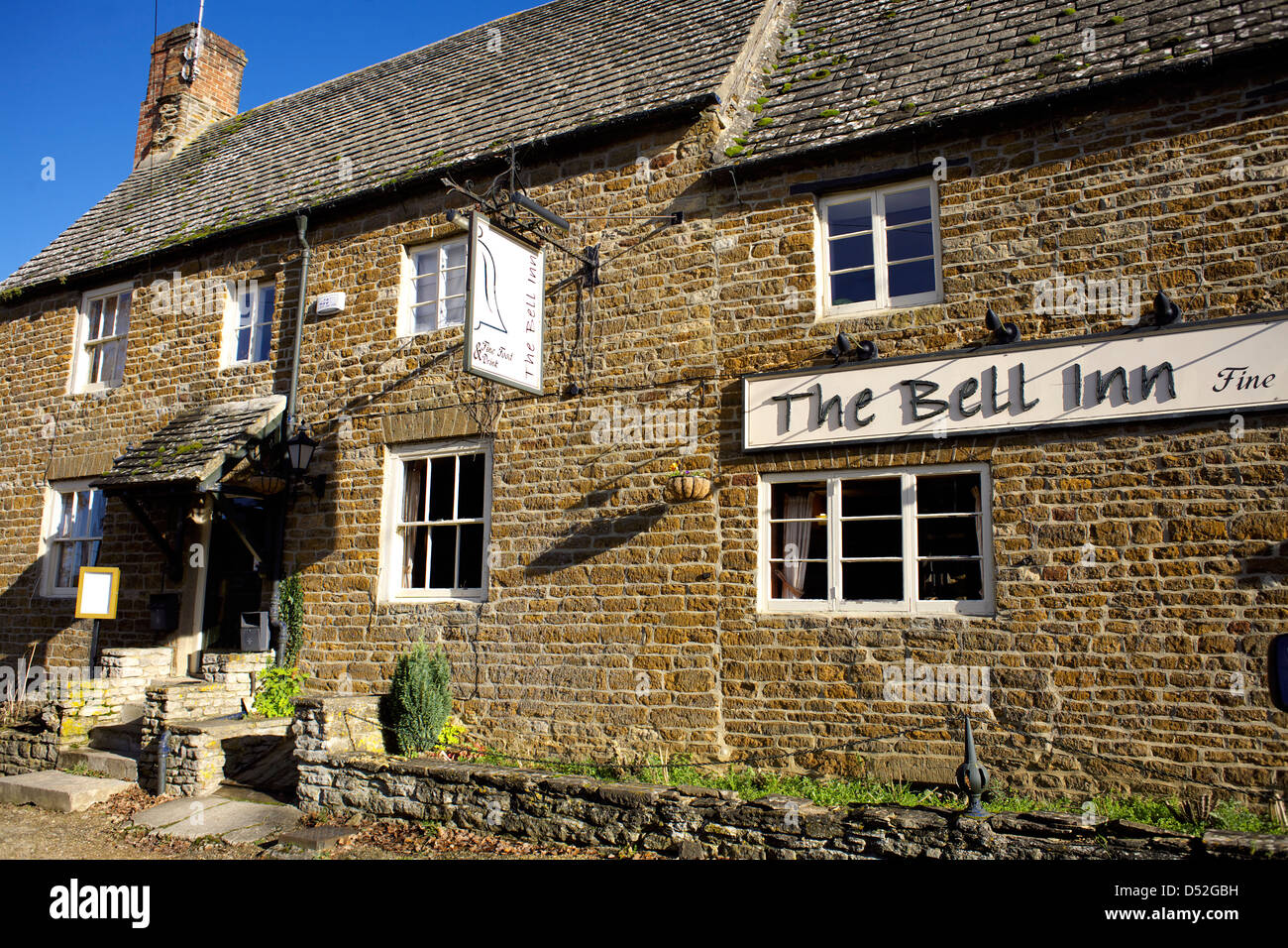 The Bell Inn Lower Heyford Oxfordshire Oxon England UK GB Lower Heyford village pubs pub public house English British - Stock Image