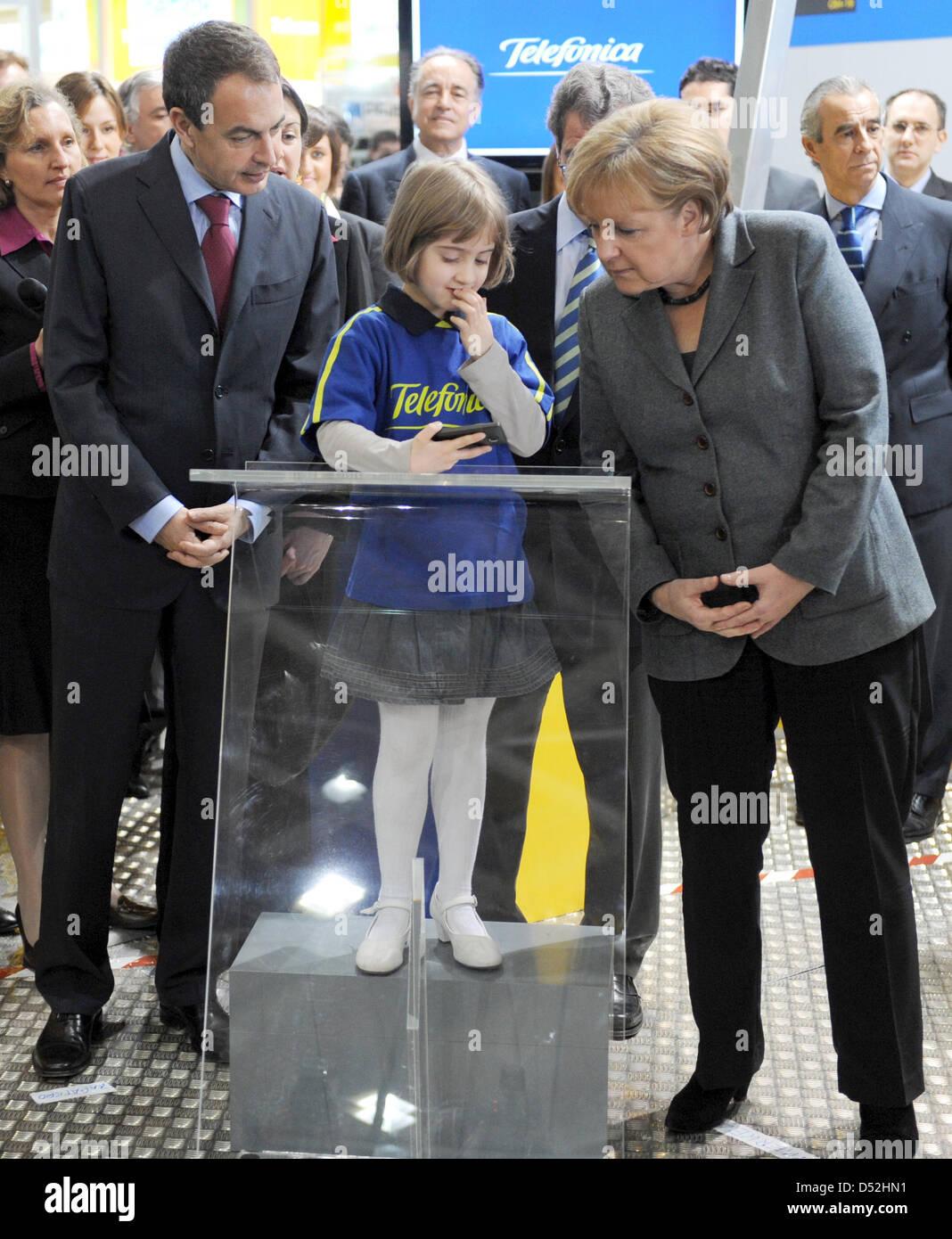 German Chancellor Angela Merkel (R) and Spanish Prime Minister Jose Luis Rodriguez Zapatero visit little Maria (C) - Stock Image