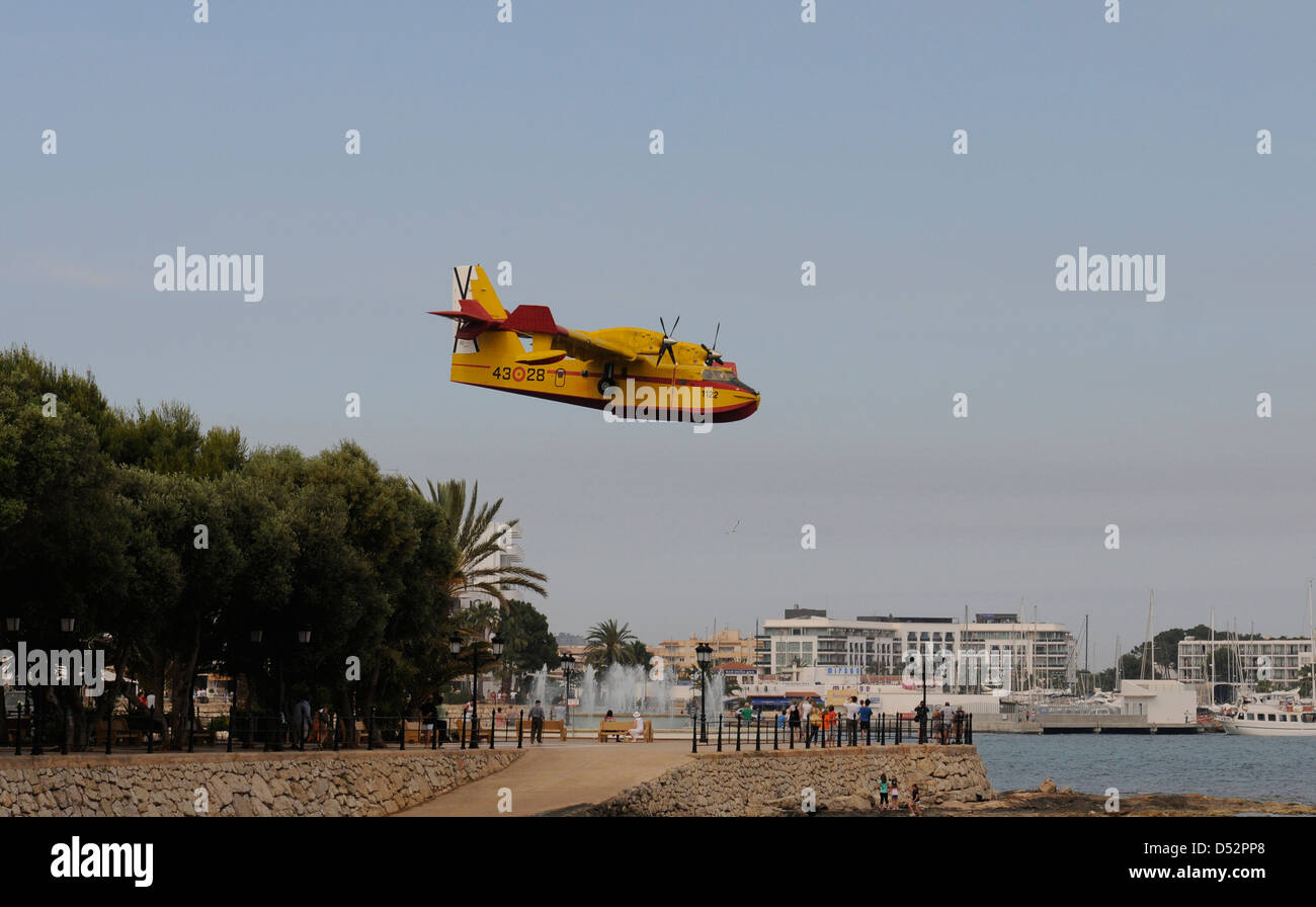 A fire extinguisher plane, canadair, approaches to coast to pick water - Stock Image