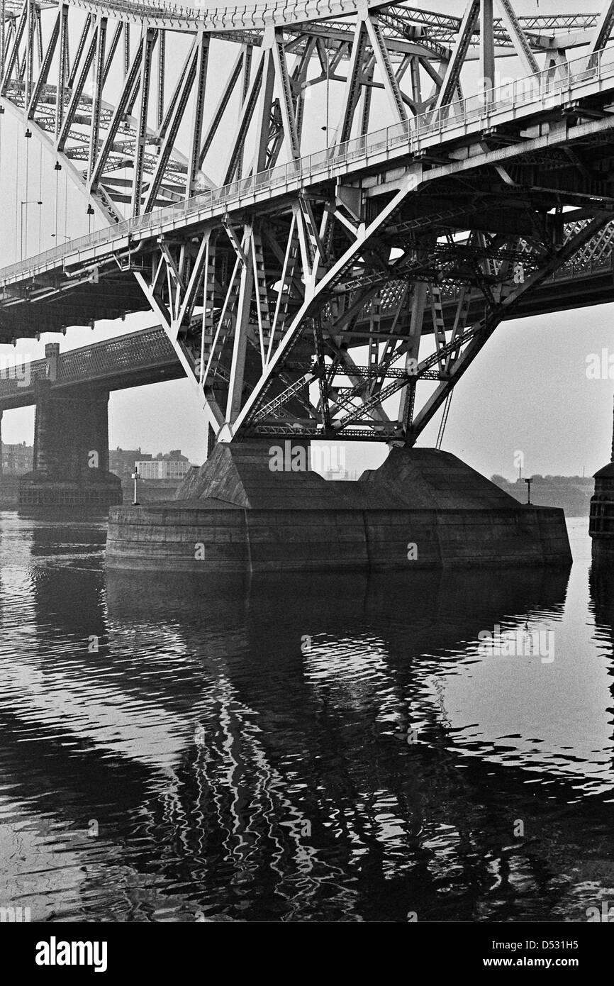 Runcorn-Widnes Bridge 1980 - Stock Image