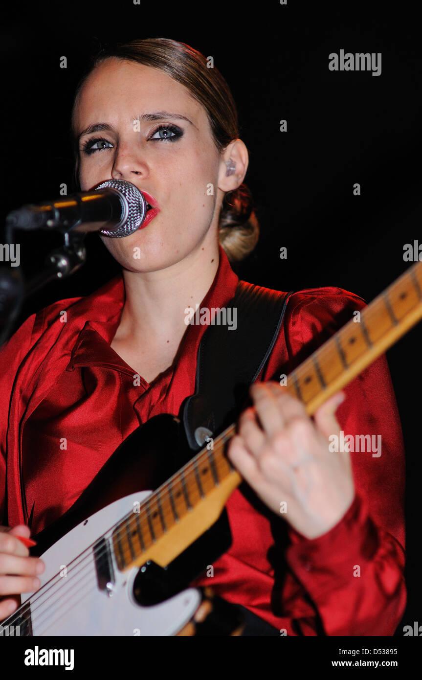 BARCELONA, SPAIN - SEPT 16: Anna Calvi band performs at KGB on September 16, 2011 in Barcelona, Spain. - Stock Image