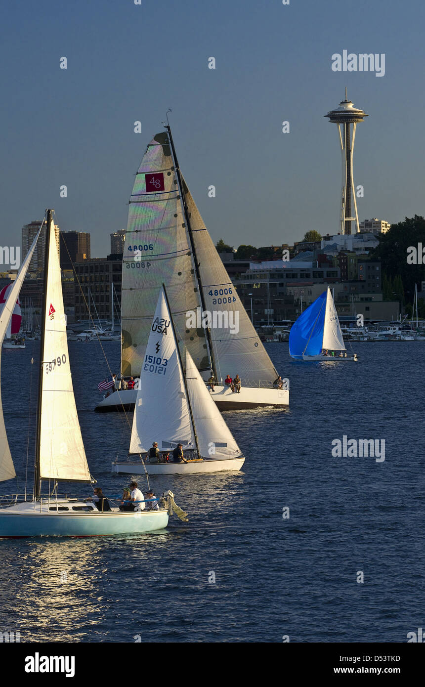 Sailboats on Lake Union below the Space Needle. - Stock Image