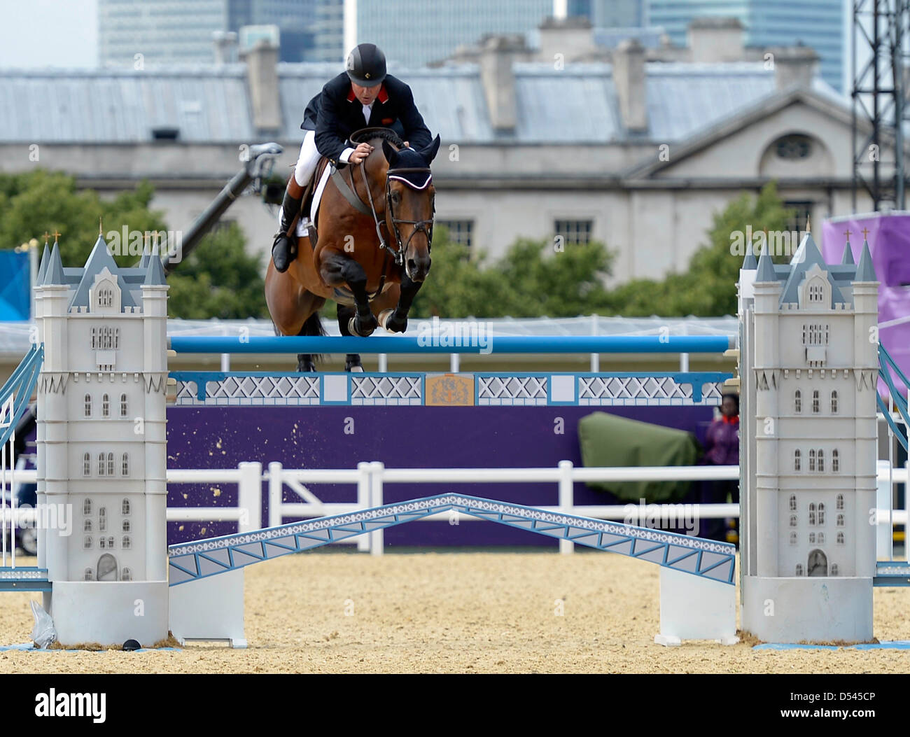 Nick Skelton riding Big Star (GBR, Great Britain) goes over the last fence in the jumpoff. Team Showjumping - Stock Image