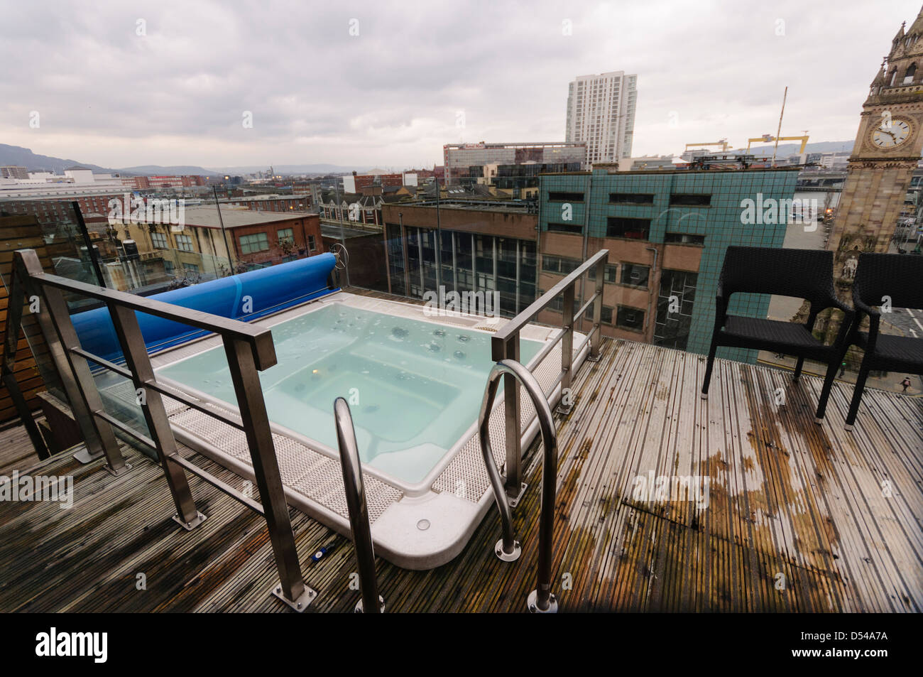 The rooftop jacuzzi at the Merchant Hotel, overlooking Belfast City. - Stock Image