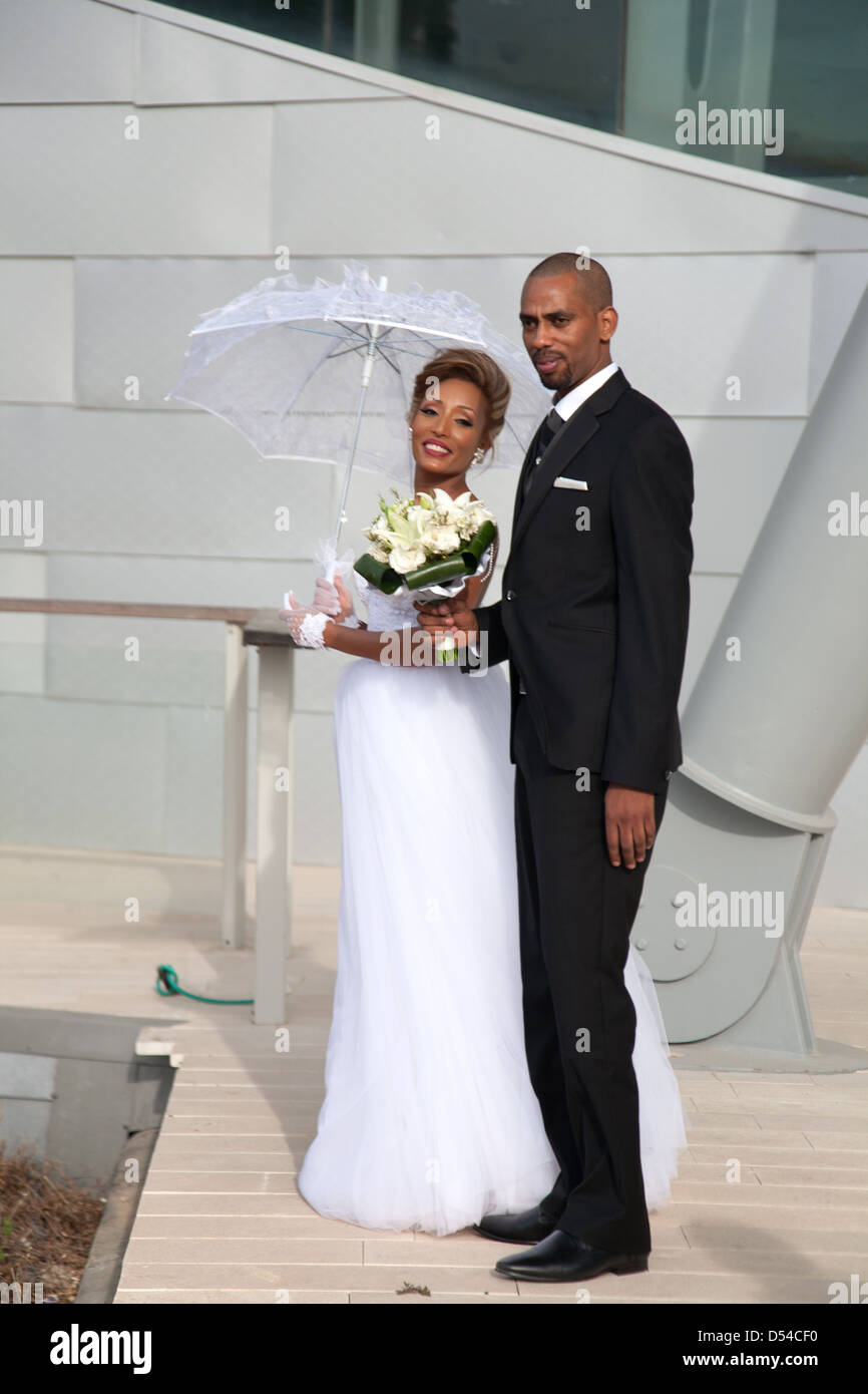 Bride and Groom posing in front of Ashdod Performing Arts Centre, Israel, Middle East - Stock Image