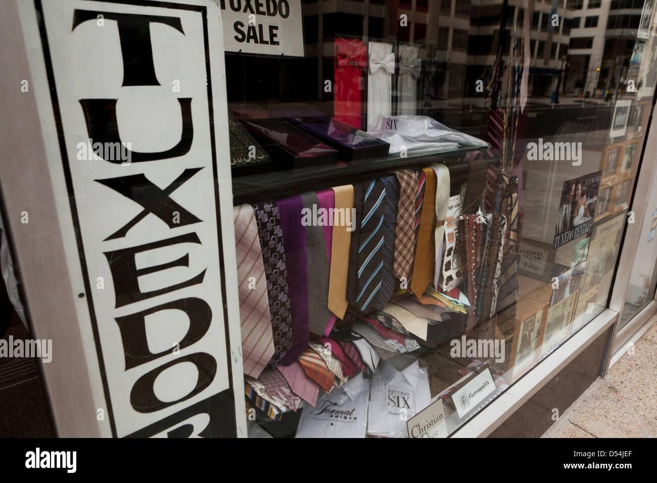 Tuxedo store window display - USA - Stock Image