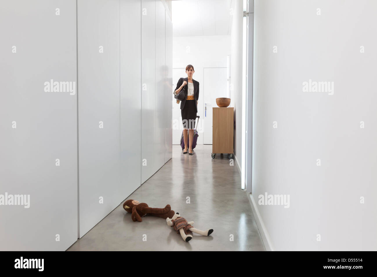 Mother leaving for business trip - Stock Image