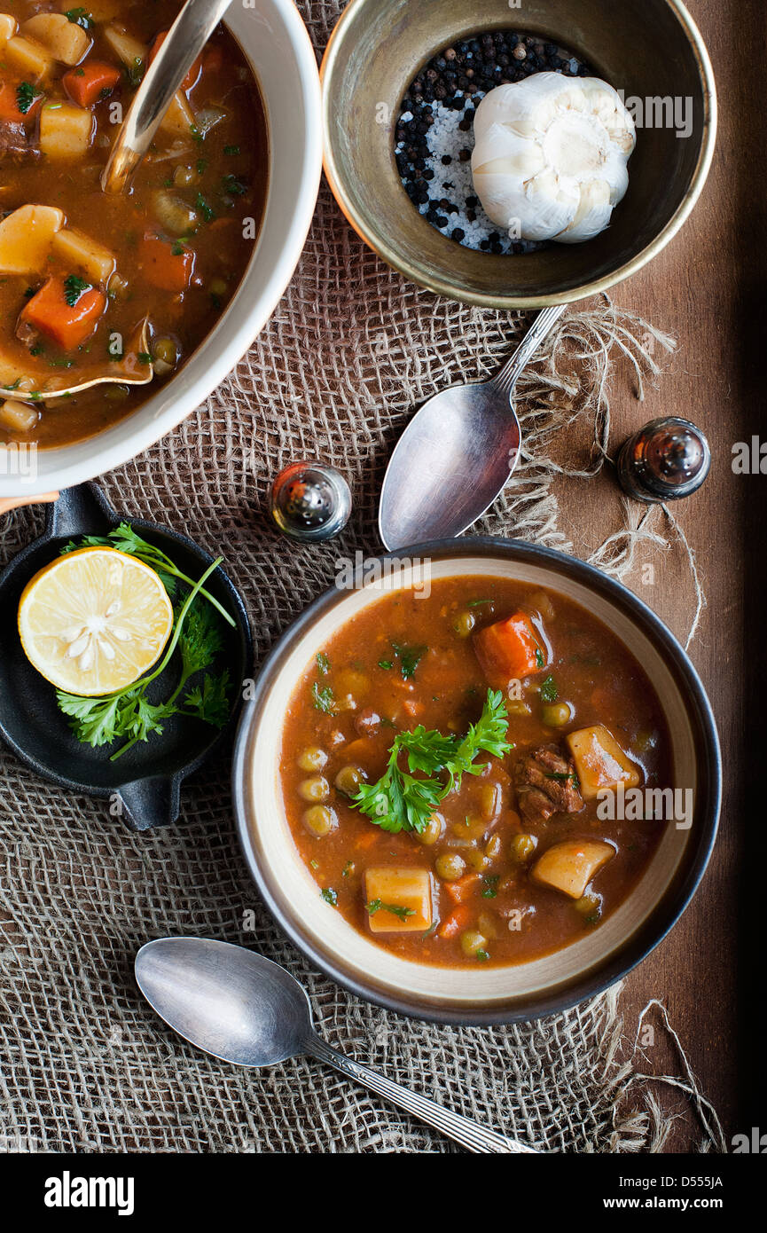 Bowl of stew with garlic and lemon - Stock Image