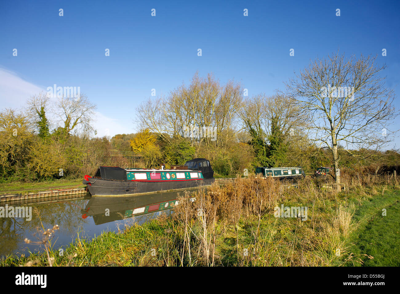 Narrowboats on the South Oxford Canal Upper Heyford Oxfordshire England UK GB Lower Heyford narrowboat boat colours - Stock Image