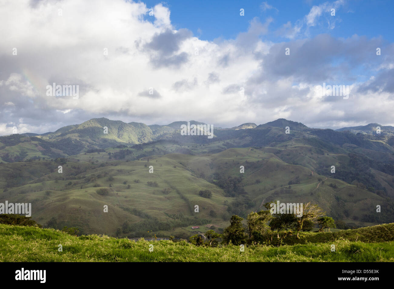 Mountainous countryside in the Lake Arenal area, Alajuela province, Costa Rica. - Stock Image