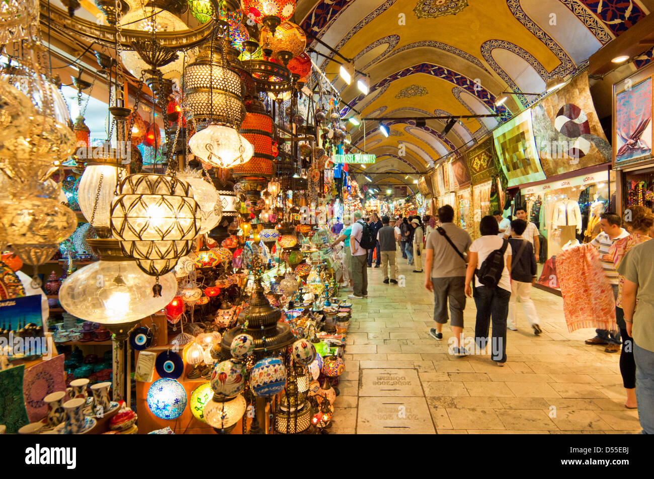 Tourists in Grand Bazaar, Kapali Carsi, Sultanahmet, Istanbul, Turkey - Stock Image