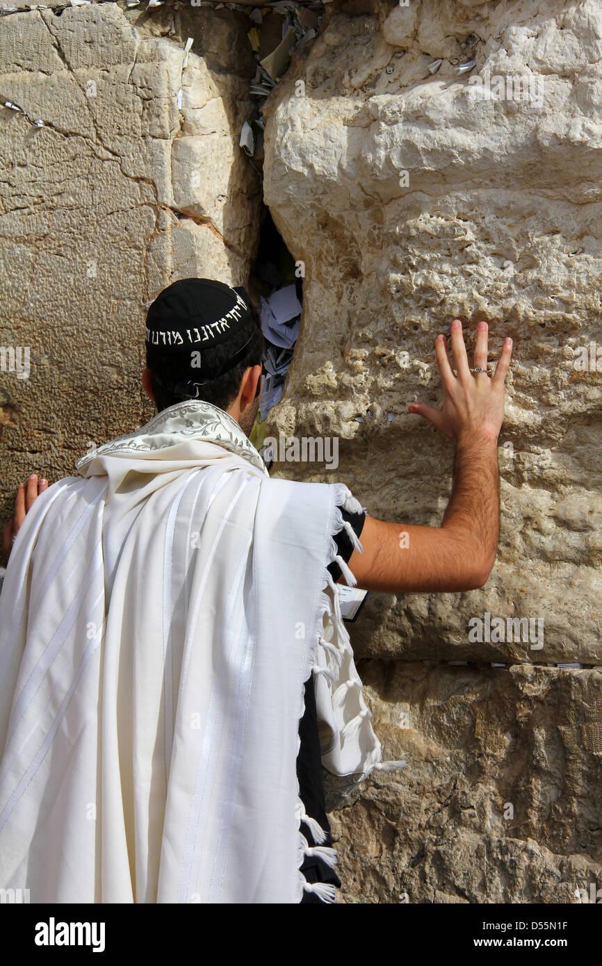 Jewish worshiper pray at the Wailing Wall an important jewish religious site in Jerusalem, Israel. - Stock Image